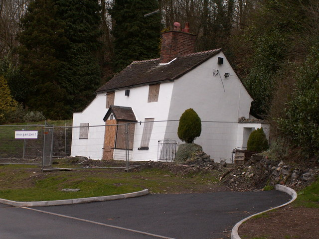 Cottage_suffering_from_subsidence_-_geograph.org.uk_-_680977